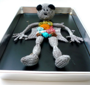 http://creepbay.com/knitted-alien-autopsy-the-truth-is-in-there-in-his-guts/